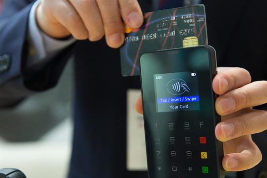 Europos Centrinis Bankas: lietuviai norėtų dažniau atsiskaityti kortele, bet negali