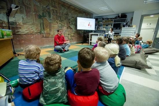 Prie knygelės atsiradimo prisidėjo socialinio ir emocinio vaikų ugdymo specialistas Linas Slušnys