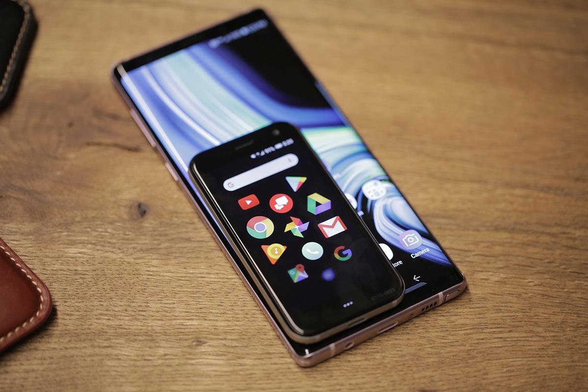 """Pristatytas išmanusis telefonas """"Palm"""" su 3,3 colių ekranu"""