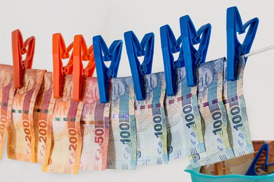 Sukčiai nesiliauja atakuoti – nuostoliai siekia šimtus tūkstančių eurų
