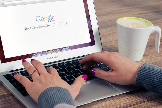 """Išaiškėjo, kiek gali pabrangti telefonai dėl """"Google"""" konflikto su Europos Sąjunga"""