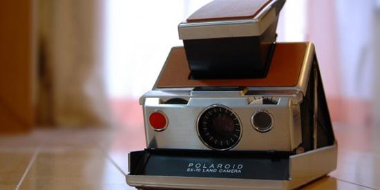 """Polaroid SX-70 Land Camera"" – pirmasis momentinis fotoaparatas"