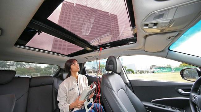 """""""Hyundai"""" pradės montuoti saulės elementus"""