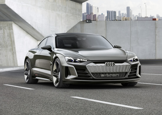 """Nauja žvaigždė kino sostinėje – """"Audi e-tron GT"""" koncepcinis modelis"""