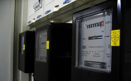 Kaip teisingai apmokėti už einamąjį mėnesį suvartotą elektros energiją, kai nuo kito mėnesio keičiasi tarifai?