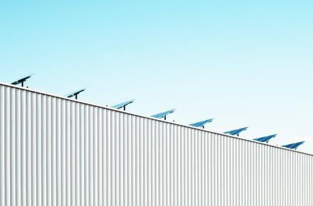 """""""Maxima"""" investuoja į atsinaujinančių energijos šaltinių plėtrą – įrengs saulės jėgaines"""