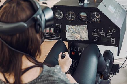 VGTU virtualios realybės skrydžio simuliatorius