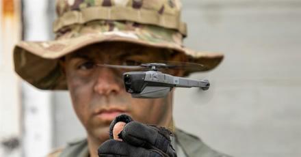 JAV sausumos pajėgos perka krūvą kišeninių dronų – kam reikalingi tokie žaislai?