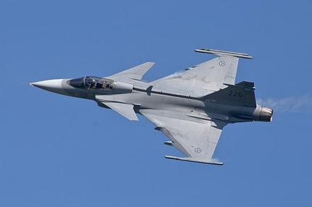 """SAAB Gripen"" yra manevringas, bet geriausiems neprilygsta. / © Ragnhild&Neil Crawford (CC BY-SA 2.0) | commons.wikimedia.org"