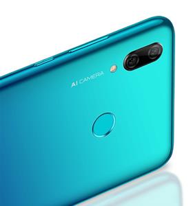 """""""Huawei P smart + 2019"""" tapo prieinamiausiu kompanijos išmaniuoju telefonu, turinčiu trigubą kamerą"""