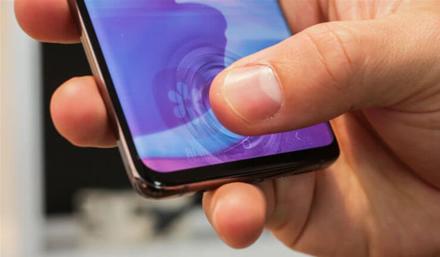 """""""Samsung"""" pasiryžo toliau tobulinti """"Galaxy S10"""" ultragarsinį pirštų antspaudų skaitytuvą"""