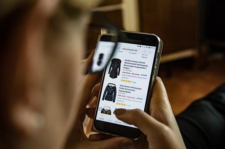 Kur pirkti rūbus internetu? 3 naudingi patarimai kaip išsirinkti