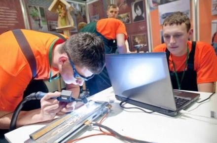 2019 m. į profesinio mokymo įstaigas numatoma priimti 20,2 tūkst. pirmakursių