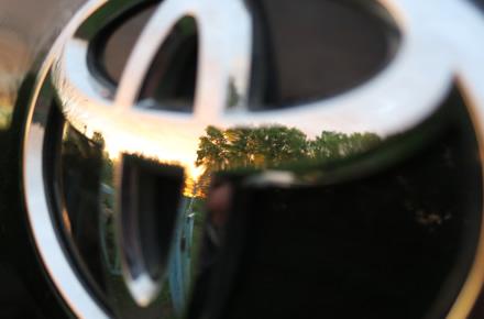 """""""Toyota"""" leis naudotis savo hibridinėmis ir vandenilinėmis technologijomis"""