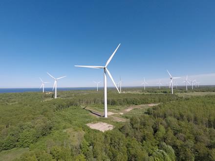 Vėjuoti orai lemia rekordinę elektros gamybą vėjo jėgainėse
