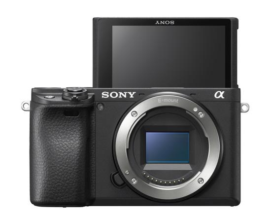 """""""Sony α6400"""" – geriausias """"APS-C"""" tipo ekspertinio lygio fotoaparatas"""