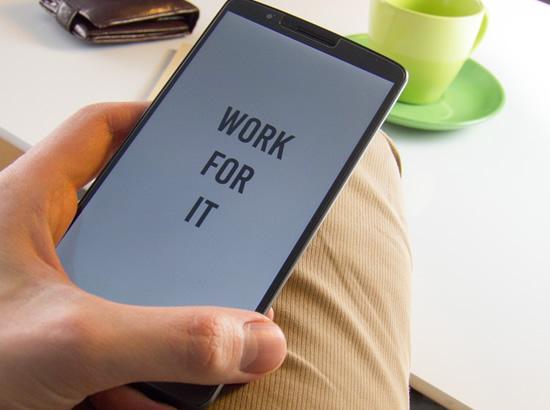 Apklausa: žmonės naujus telefonus perka dėl techninių savybių ir kameros