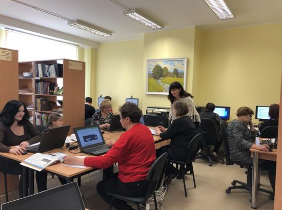 Alytaus rajono savivaldybės viešosios bibliotekos Kriokialaukio filiale (nuotraukos autorė Jolita Vaičiulienė)