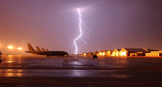 Ar žaibas gali numušti lėktuvą?