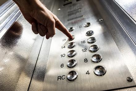 Užsimojo iš peties: turintiems nesaugų liftą teks patuštinti pinigines