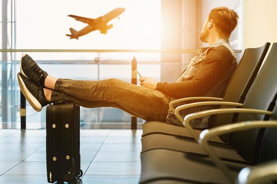 Prieš skrydį patikrinkite bagažą: kokių el. prietaisų skraidinti negalima
