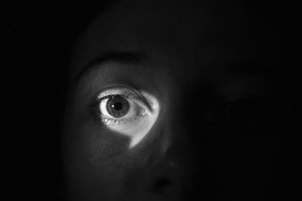 """""""Kaspersky Lab"""" patarimai, kaip keliautojams aptikti paslėptas stebėjimo kameras"""