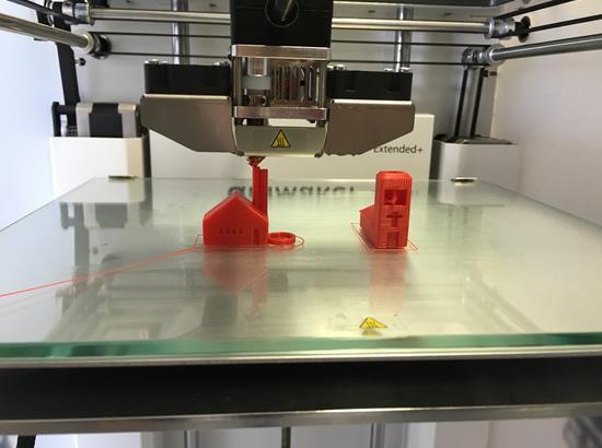E. prekybos ateitis: prekes galėsime pasimatuoti, o vėliau – ir atsispausdinti 3D spausdintuvu?