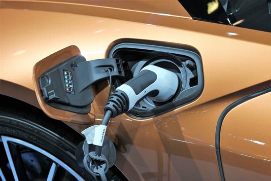 Paskelbė datą, kada daugiau nei pusė visų automobilių bus elektriniai