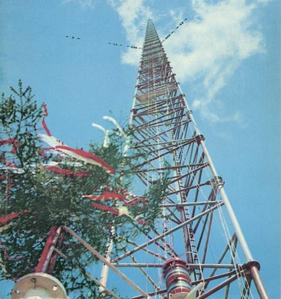 Aukščiausias pasaulio statinys – Varšuvos radijo antena © commons.wikimedia.org