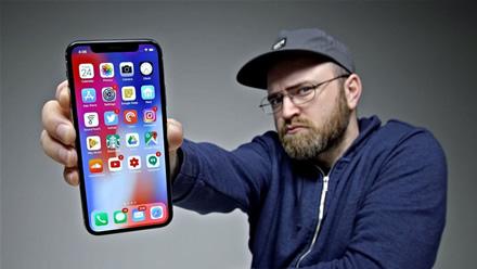 """Programuotojai padavė """"Apple"""" į teismą dėl monopolijos"""