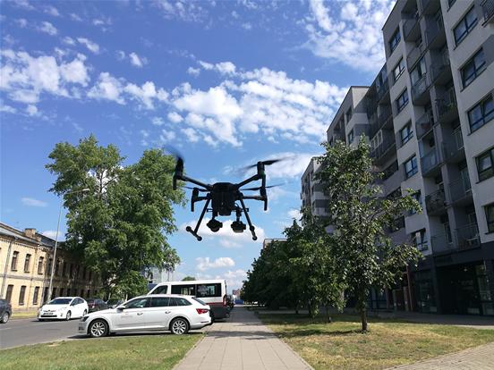 Naujasis specialiųjų tarnybų pasaulis: dronai gelbsti ir gaisruose, ir avarijose