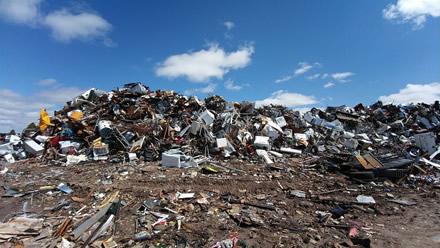 Sąvartynuose vis dar apstu elektronikos atliekų