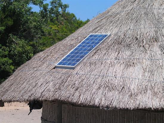 Saulės kolektorius įsirengę gyventojai džiaugiasi – pasakė, kiek sutaupo