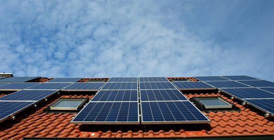 Naujos galimybės daugiabučių gyventojams – patys gamins ir vartos žalią elektrą
