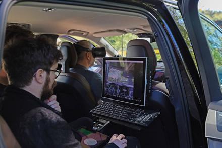 """""""Volvo Cars"""" ir """"Varjo"""" sukūrė pirmąją pasaulyje mišriosios realybės programą, su kuria galima projektuoti naujus automobilius"""