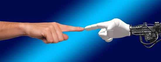 Dvynį robotą sukūręs profesorius: robotai nėra tik algoritmų rinkiniai