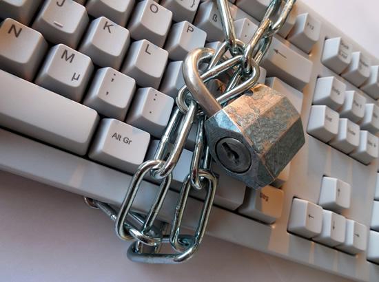 Kokie slaptažodžiai geriausi ir ką daryti, kad namuose esantys prietaisai nepraneštų, jog jūsų nėra namuose