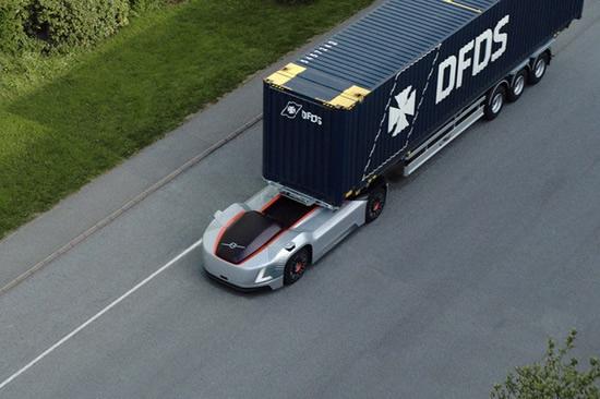 """Autonomiškai veikiantys, elektra varomi """"Vera"""" vilkikai gabens krovinius iš DFDS logistikos centro į uosto terminalą. © Gamintojo nuotr."""