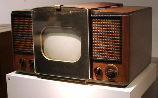 RCA 630-TS – pirmasis amerikietiškas masinės gamybos televizorius. © Fletcher6 (CC BY-SA 3.0) | commons.wikimedia.org