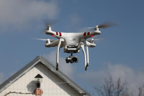 Keičiasi dronų skrydžių reglamentavimas. Ką svarbu žinoti?