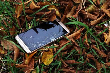 Po Joninių laukiamas remontuojamų telefonų antplūdis: kaip apsaugoti saviškį?