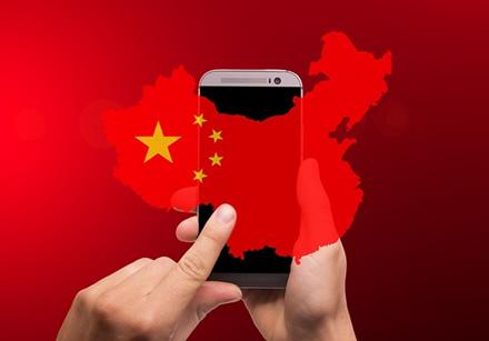 """""""Huawei"""" įkūrėjas prognozuoja naują mūšį su JAV – susirems dėl daiktų interneto technologijų"""