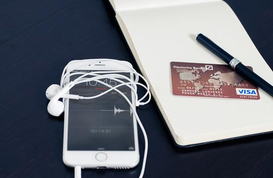 Kasdien atliekamos bankinės operacijos išmaniuoju telefonu – tai mūsų ateitis?