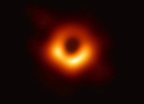 Juodoji skylė © eventhorizontelescope.org nuotr.