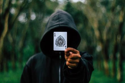 """""""Pluribus"""": naujasis """"Facebook"""" dirbtinis intelektas, žaidžiantis pokerį"""