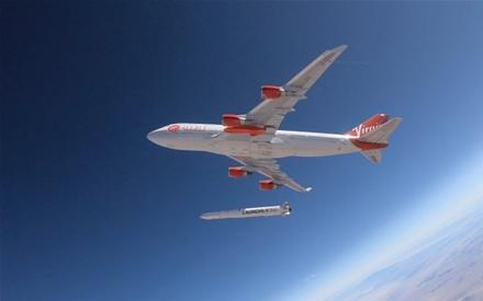 """""""Virgin Galactic"""" paleidžia raketą © universetoday.com nuotr."""