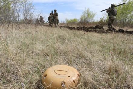 Naujos kartos sausumos minos galės bendrauti su bazėmis © U.S. Army | commons.wikimedia.org