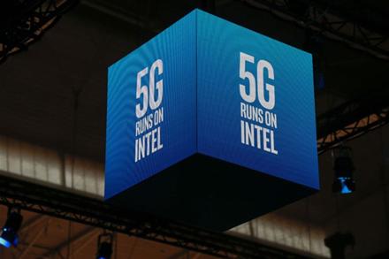 """""""Apple"""" nupirko """"Intel"""" mobilių modemų padalinį už 1 mlrd. JAV dolerių"""