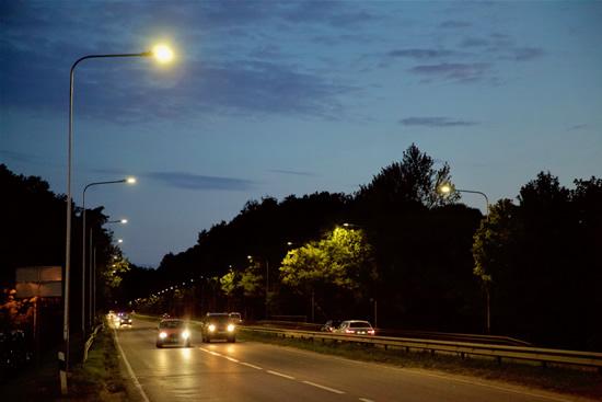 Nušvito Savanorių prospektas sostinėje – įrengtas naujas modernus LED apšvietimas