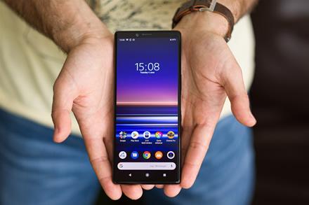 """Toliau krinta į dugną – LG ir """"Sony"""" telefonų pardavimai toliau mažėja"""